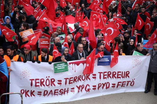 """Brüksel'de """"Teröre Lanet, Demokrasiye Davet"""" gösterisi"""