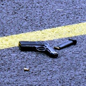 Silahını temizlerken kendini vurdu