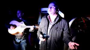 Sakarya'da çevirmeye takılan grup polise serenat yaptı