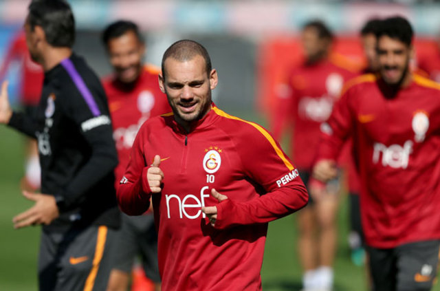 "Sneijder: ""Milan'da oynamak isterim"""