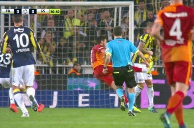 Fenerbahçe - Galatasaray derbisinde penaltı tartışması