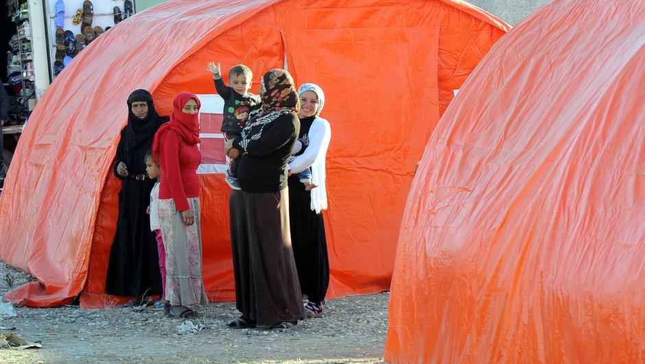 Adana Yüreğir çadır tarım işçileri yangın yardım kampanyası