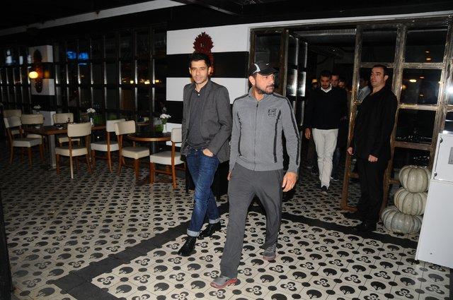 Kerem Alışık önceki gece oğlu Sadri ve 'Frankenstein' adlı oyunda birlikte rol aldığı Cansel Elçin'le birlikte Etiler Sarıhan Gusto'da görüntülendi