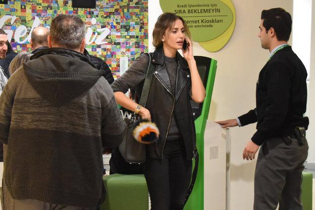 Emina Sandal sıraya girmedi tepki aldı
