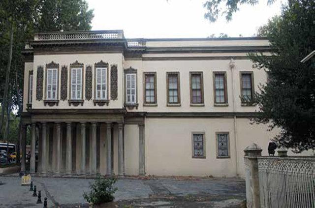 19. Yüzyıl Osmanlı Mimarisine Yön Veren Bir Mimar: William James Smith