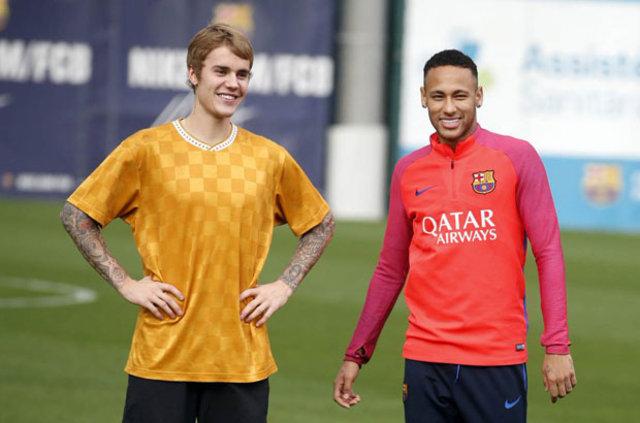 Dünyaca ünlü 22 yaşındaki Kanadalı şarkıcı Justin Bieber İspanya devi Barcelona'nın antrenmanına katıldı.