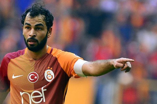 Riekerink'e eleştiriler artarken, Fenerbahçe karşısında sergilenen pasif futbol Hollandalı hocayı topun ağzına getirdi.