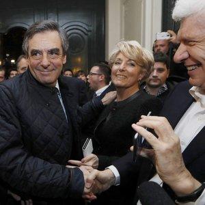 Fransa'da Sarkozy yenilgiyi kabul etti