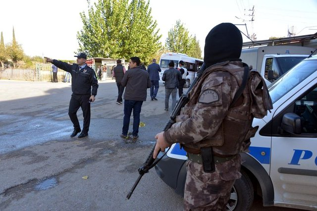 Adana'da Çınarlı ile Söğütlü Mahallesi'nde uyuşturucu operasyonu