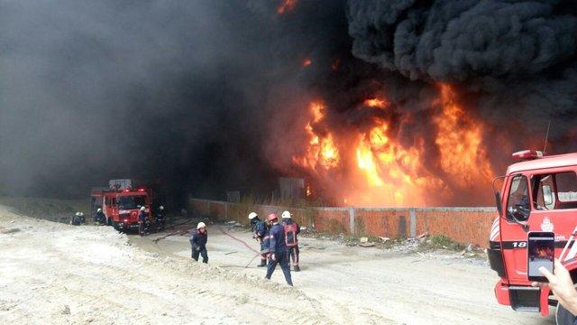 Bayrampaşa'da Kilimciler Sanayi Sitesi'nde yangın