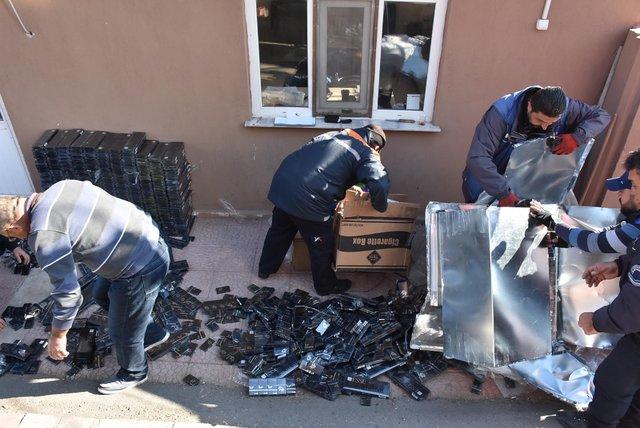 Aksaray'da buzdolabı içinde kaçak sigara sevkiyatı