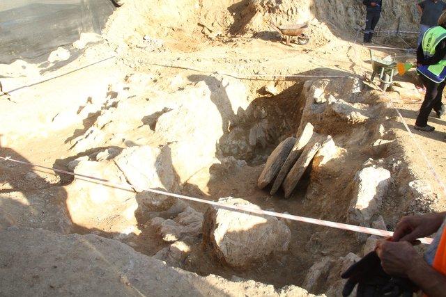 Muğla Milas'ta 103 tane mezar bulundu!