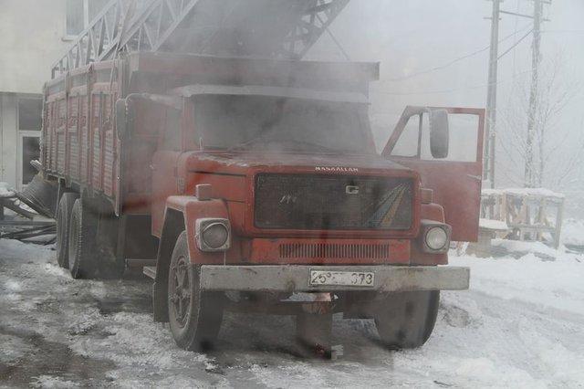 Ardahan'da araçların yakıt depoları dondu