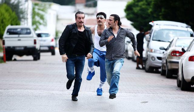 Ahmet Kural-Murat Cemcir ikilisinin rol aldığı 'Çalgı Çengi İkimiz'den yeni kareler ortaya çıktı
