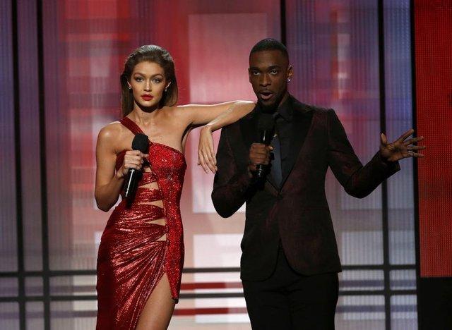 Gigi Hadid'den Melania Trump'a 'taklit' özrü