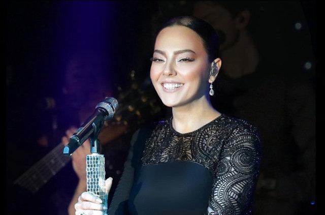 Şarkıcı Ebru Gündeş'in, kendisini ekonomik açıdan garantiye almak için harcamalarını azalttığı iddia edildi