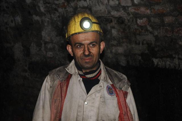 Hayali ders vermekti, madende kömür kazıyor
