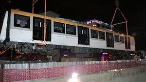 İstanbul'un yeni metrosunun vagonları raylara indirildi!