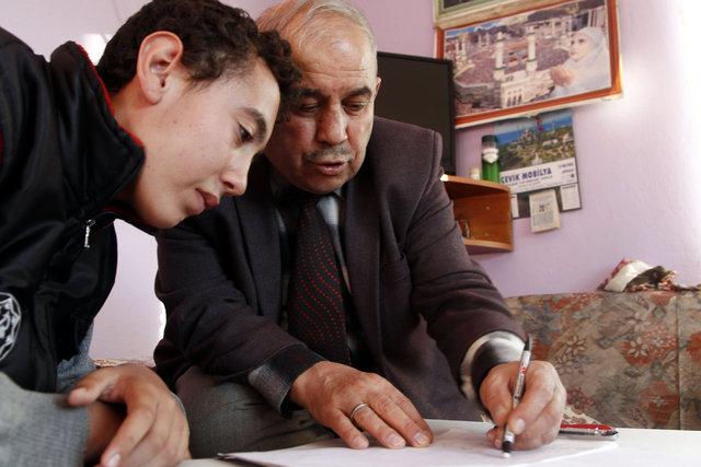 Emekli öğretmen Metin Aydın kendini engellilere adadı