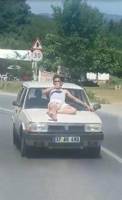 Otomobil üzerinde tehlikeli yolculuk