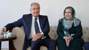 Deniz Baykal, Ahmet Türk'ün eşi Mülkiye Türk'ü evinde ziyaret etti