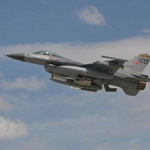 Türk jetleri El Bab'da DEAŞ'ı vurdu