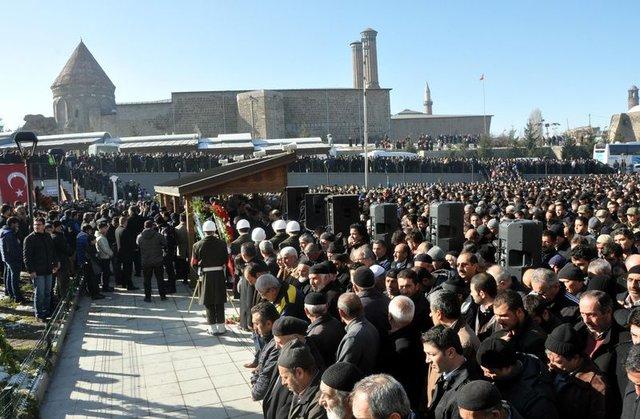 Şehit er Oğuzhan Karaca'yı, Erzurum'da 25 bin kişi uğurladı