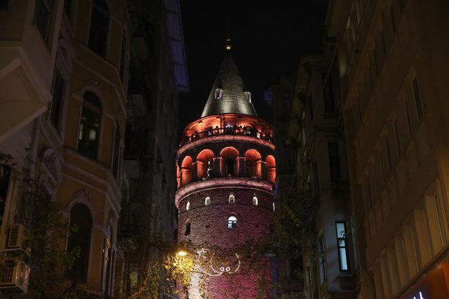 İstanbul'un sembolleri kadına yönelik şiddete karşı turuncuya büründü