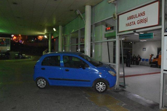 İzmir'de bir kadın sürücü fren yerine gaza basınca acil servise girdi