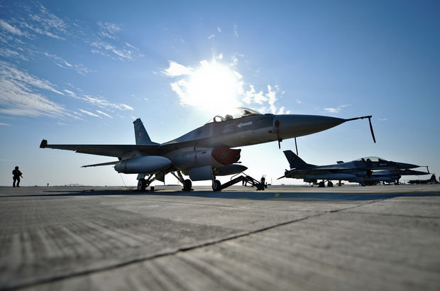 Yunan jetlerinden Türk F-16'larına taciz!