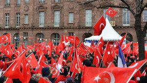 """Strazburg'da """"Teröre Lanet, Demokrasiye Davet"""" gösterisi"""