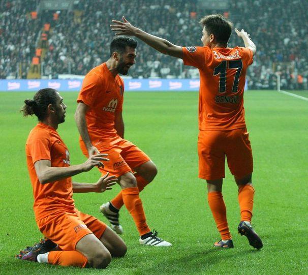 Başakşehir'de 19 yaşındaki Cengiz Ünder'in gol sevinci...