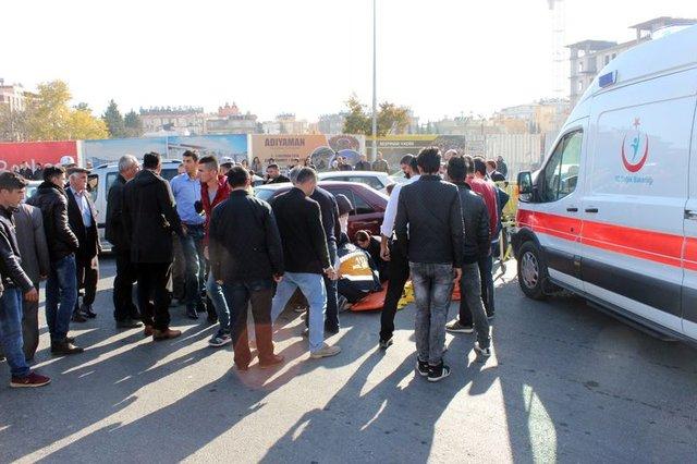 Adıyaman'da otomobilin çarptığı 2 genç kız feci şekilde yaralandı