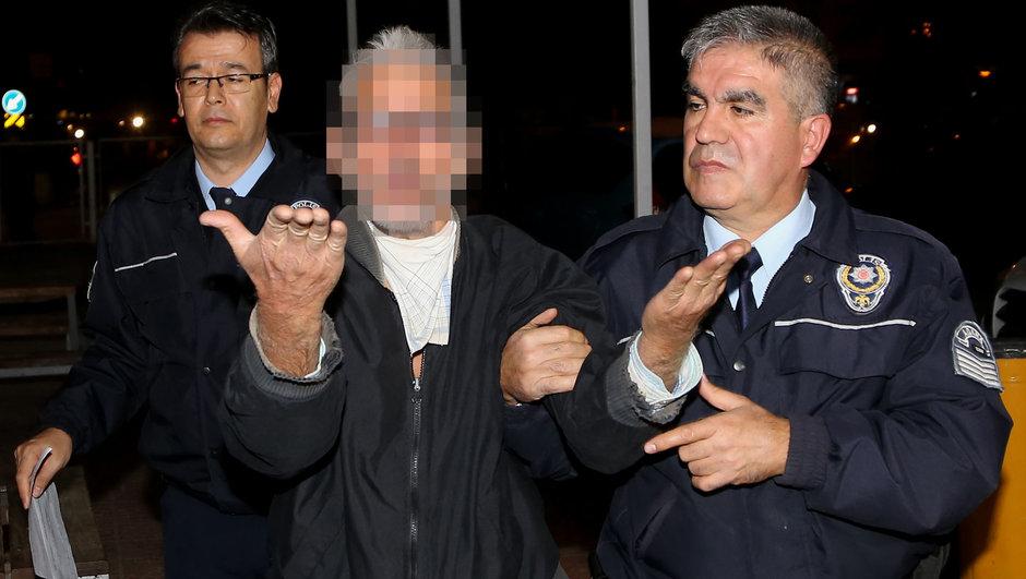 Adana bisiklet polis aracını yakmaya kalktı