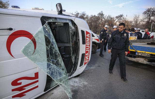Ankara'da ambulans kaza yaptı