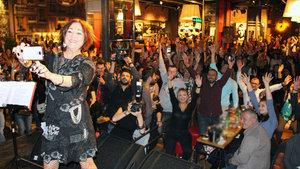 Nazan Öncel, dinleyicilerine müzik ziyafeti çektirdi