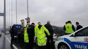 15 Temmuz Şehitler Köprüsü'nde bırakılan araç polisi harekete geçirdi