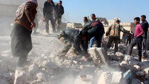 Halep'te yerleşim yerine hava saldırıları: 30 ölü, 250 yaralı