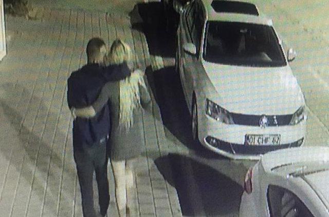 Adana'da bir kadın sevgilisine siper oldu