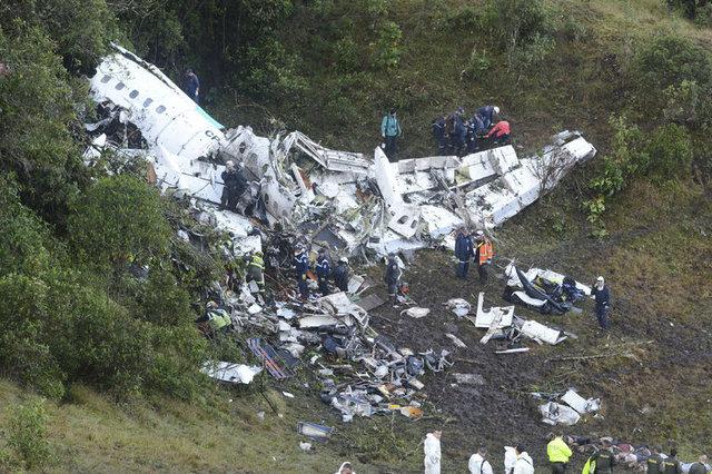 Brezilyalı futbolcuları taşıyan uçak düştü