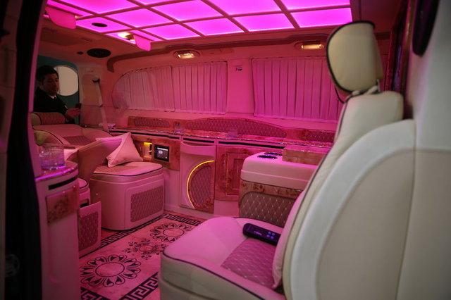 Araplara 'klozetli' VIP araç