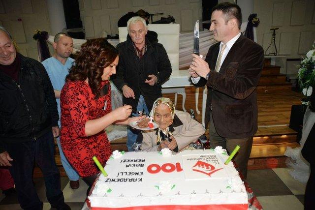 Selvi Kaynar'a 102. yaşında doğum günü partisi