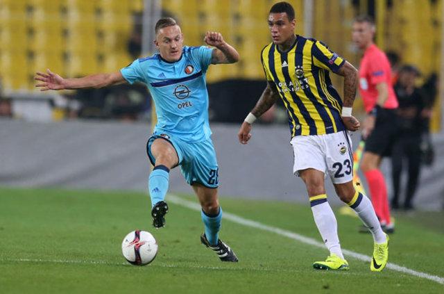 Sarı-lacivertli kulüp yıldız oyuncusu Van Der Wiel'e tarihi para cezası verdi. Futbolcunun isteği sonrasında menajerine ültimatom verildi.