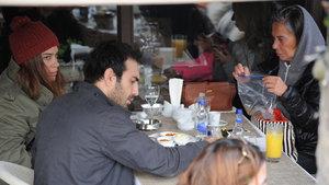 Buğra Gülsoy, sevgilisi ve kayınvalidesiyle kahvaltı yaptı