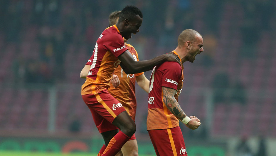 Wesley Sneijder Galatasaray Luis Cavanda