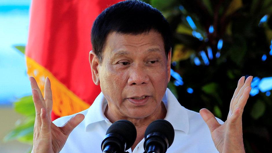 Duterte'nin korumalarına bombalı saldırı