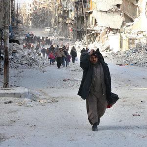 Bombardımandan kaçan sivillere saldırı: 25 ölü