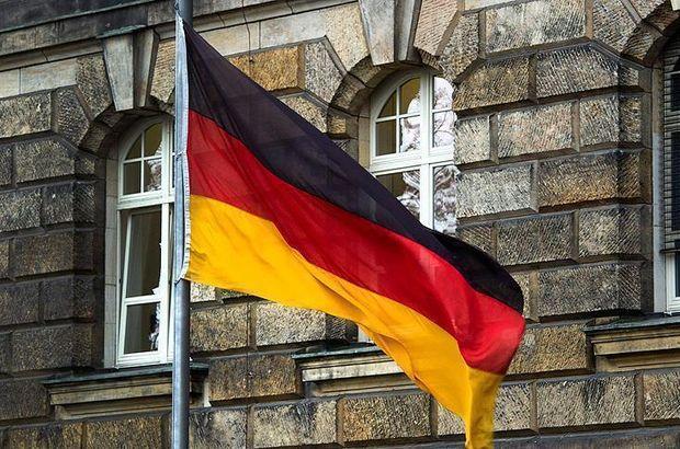 Alman ajan radikal gruplara bilgi sızdırırken yakalandı