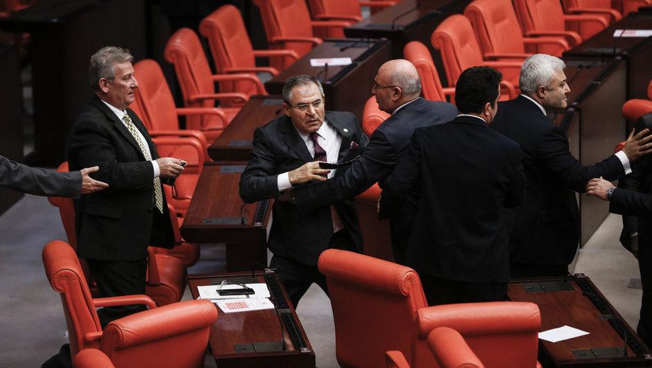 Meclis Kürtçe açıklama Besime Konca