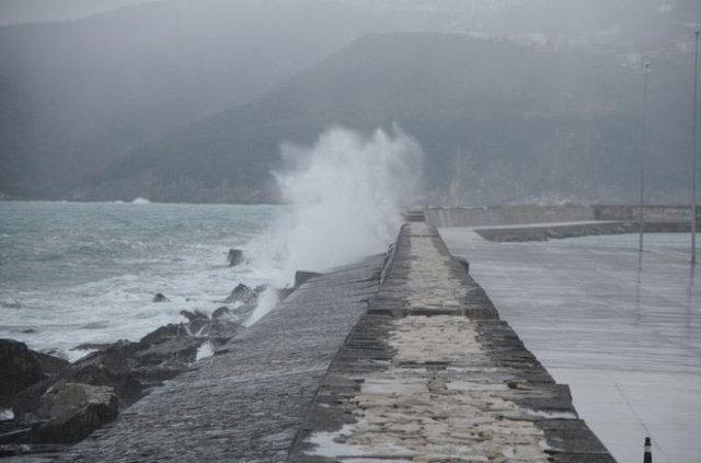 1 Aralık Perşembe hava durumu! Kar yağışı devam ediyor, yarın okullar tatil mi? İstanbul'da kar ne zaman yağacak?